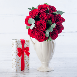 12 Luxury Red Roses & Chocolates