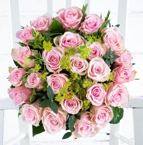 12 Sorbet Roses & Moet Rose