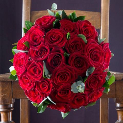 12 Opulent Red Roses & Moet Rose
