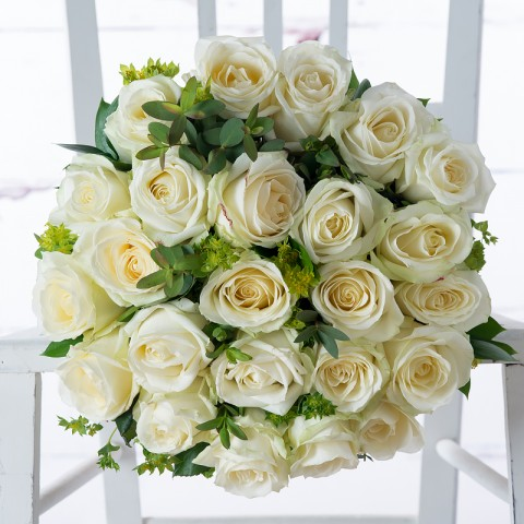 12 White Roses & Dom Perignon