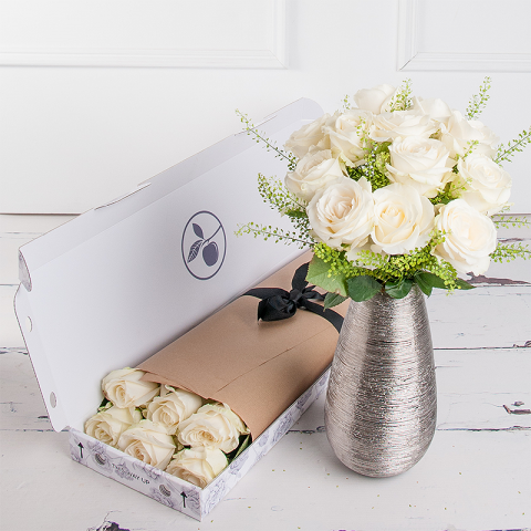 Letterbox Simply White Roses Subscription
