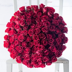 100 Red Roses & Moet Imperial NV Gift Box