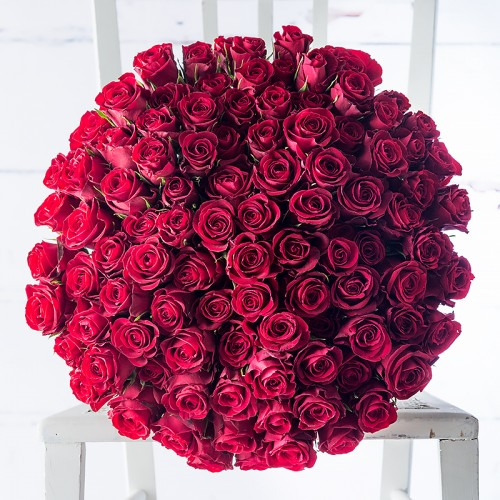 100 Red Roses Gift Set